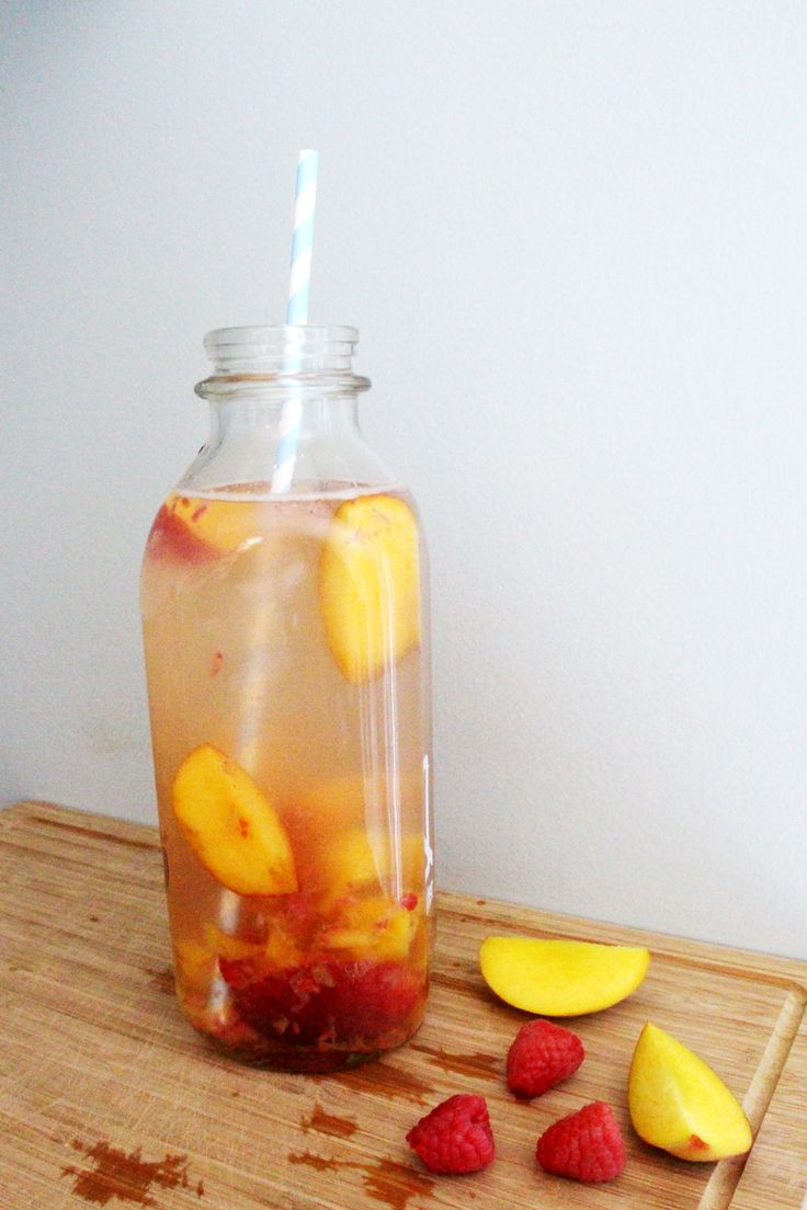 Peach Bellini inspired infused water COCKTAIL INSPIRED WATER | FASHION / BEAUTY / TRAVEL / FOOD + DRINK