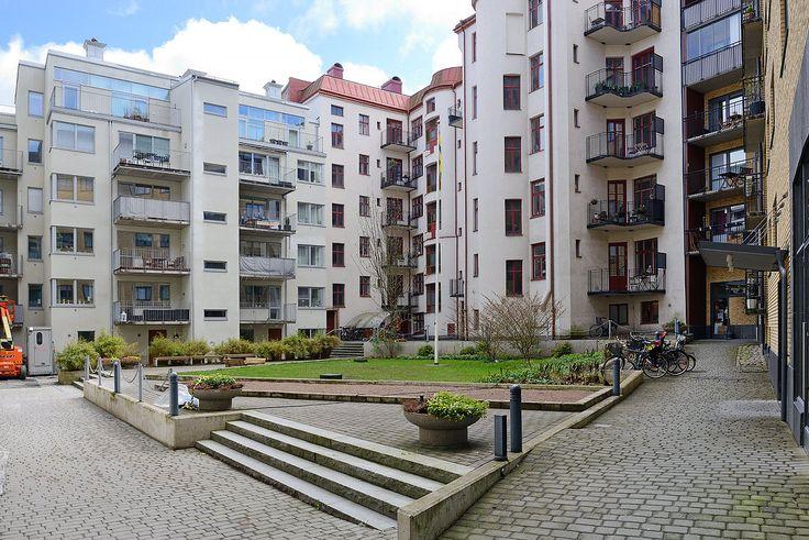 Föreningens innergård med boulebana & sandlåda