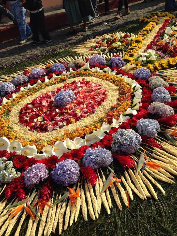 Alfombra de semana santa la antigua guatemala guatemala for Alfombras de antigua
