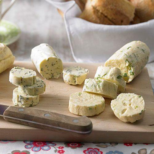 Butter - thymian/Zitrone  - Honig/Erdnuss und Käsebutter. Oh do I miss getting this fabulous butter.