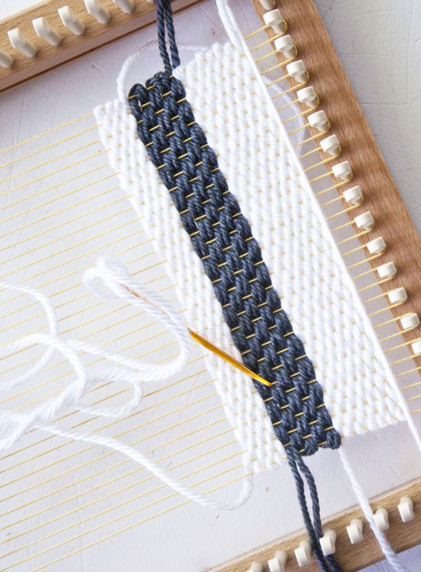 Tapestry Weave on a Knitting Loom! Part 1                              …