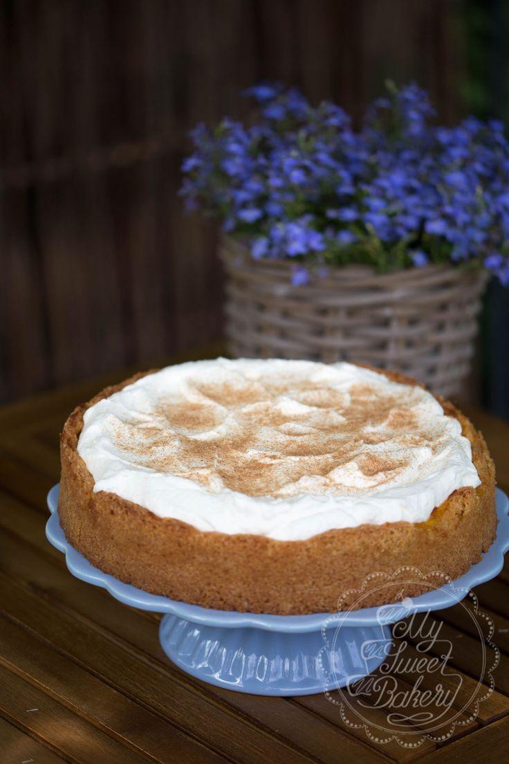 Passend zum Wochenende gibt es wieder etwas leckeres zum nachbacken für euch. Im Sommer liebe ich Erdbeeren, aber wenn es diese nicht mehr zu kaufen gibt, liebe ich Torten und Kuchen mit Äpfel. Sei es gedeckter Apfelkuchen, Apfel-Streuselkuchen oder eben diese leckere Apfel-Schmand-Torte.  Alles was ihr dafür benötigt ist folgendes: Für den Mürbeteig: 200 g Mehl 1 TL Backpulver…