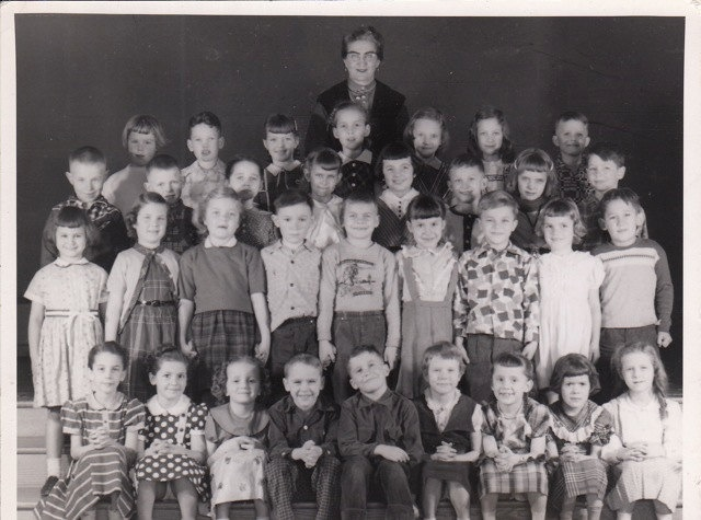 A lovely, easy to relate to second grade class photo from the 1940s. #vintage #school #students #teacher