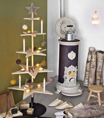 Un sapin de Noël fait d'étoiles en bois