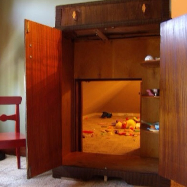 Secret room through the armoire. Very narnianish: Little Girls, For Kids, Plays Rooms, Pictures Books, Secret Playrooms, Plays Houses, Secret Rooms, Secret Plays, Kids Rooms