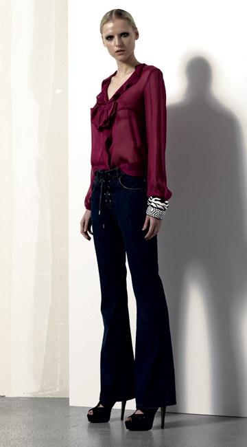 Look 07 . 646 Camicia / Blouse . 4412J Jeans . 2203 Bracciale / Bracelet . 2203 Bracciale / Bracelet . 216P Scarpa / Shoes