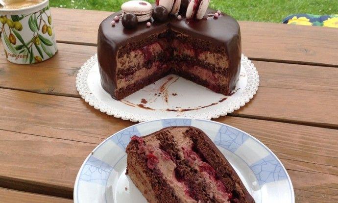 Čokoládový dort s višněmi