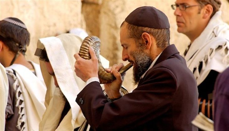 Rosh Hashaná, ou o Ano Novo judaico, começa no pôr do sol 02 de outubro de 2016. Levítico 23: 23-25 registra as instruções de Deus para Yom Teruah , ou a Festa das Trombetas. Era para ser um dia …