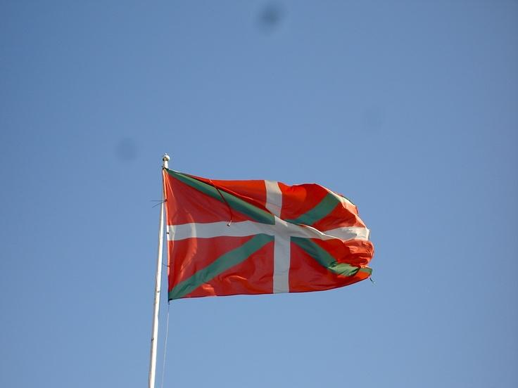 наряду беркутами, страна басков флаг фото крыльями скачать