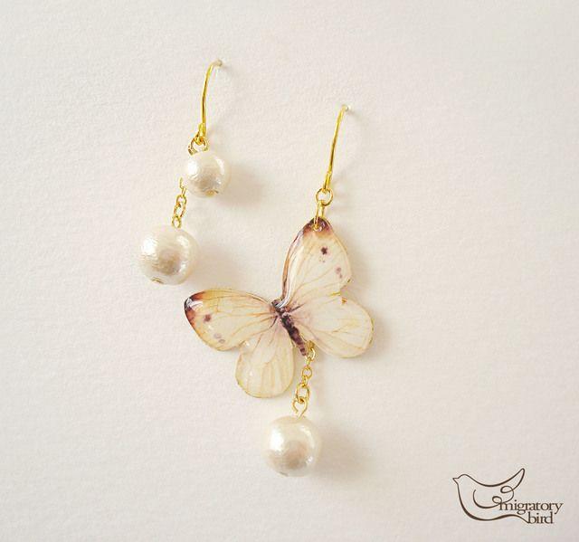 紋白蝶のピアス