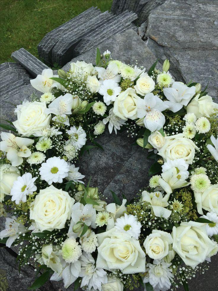 Hvit krans til begravelse