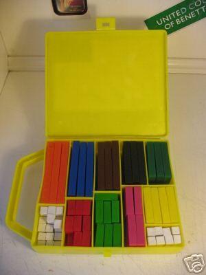 """Tutti li chiamavano """"regoli"""", nella mia scuola erano solo """"i numeri in colore"""". Servivano a imparare la matematica, ma il vero divertimento era usarli come costruzioni! :D"""