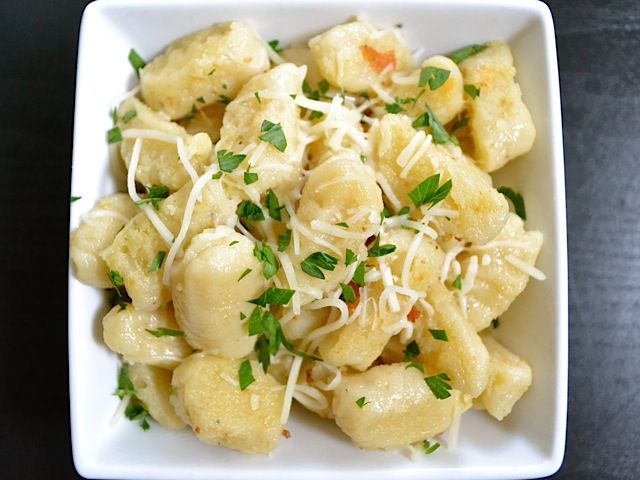 Ricotta Gnocchi - I'll sub some gluten free flour in, and these will be AMAZING.