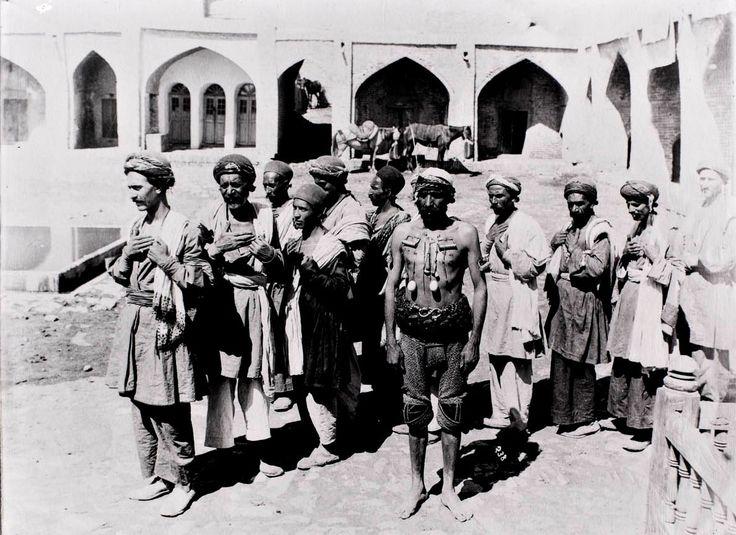 Мужчины, травмировавшие себя на десятый день месяца Мухаррам