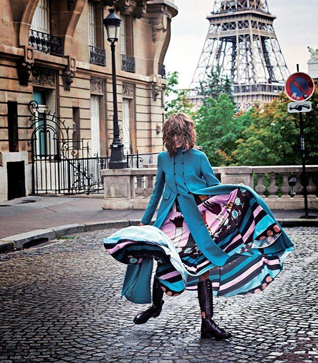 #ELLEfashion おしゃれのお手本はやっぱりパリジェンヌ秋冬ファッションの本番を迎えるこの時期こそ彼女たちのようにシックな着こなしがしたいそこで今年風にアップデートされたフレンチモードルックをエルが厳選エッフェル塔を見られるパリの絶景フォトジェニックポイントと共にお届け #エル10月号 #ellejapan #elle #fashion #paris #parisienne Photo: DAVID BURTON Styling: MIYUKI UESUGI/3rd Hair: MARC ORSATELLI/agence aurelien Makeup: HELENE VASNIER/artlist Model: LORELLE RAYNER/the face paris Coordination: HIROYUKI MORITA  via ELLE JAPAN MAGAZINE OFFICIAL INSTAGRAM - Fashion Campaigns  Haute Couture  Advertising  Editorial Photography…