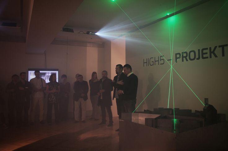 Milí přátelé, dovolujeme si Vás pozvat na výstavu High5 – PROJEKTSTUDIO v Galerii Architektury Brno. Výstava trvá do 25/10/2015