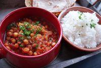 Kikerten er dronning uansett hvor den opptrer. <br> Her har den hovedrollen i den klassiske indiske retten chana masala sammen med løk, tomater og masse varme krydder. Det dufter mmmmmmmm :)
