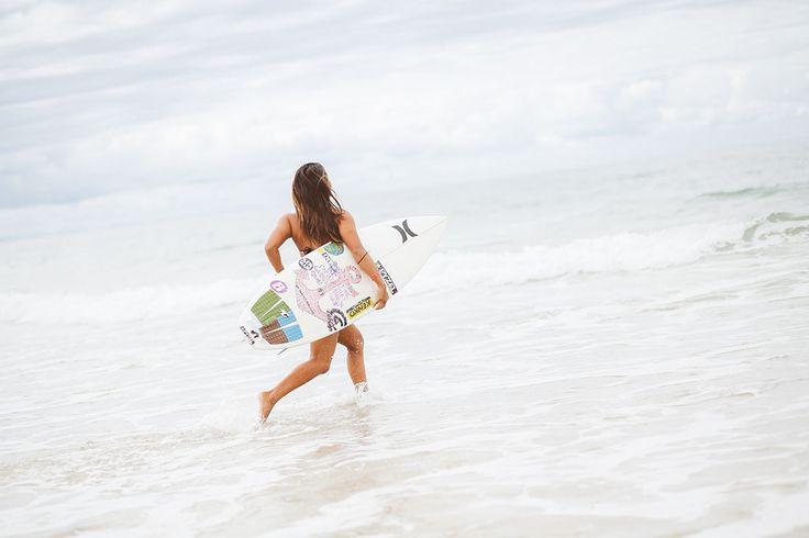 surfer @ swatch girls pro by ©Alix de Beer #surf #surfer #surfing #surfeuse #lifestyle #ocean #surfstyle #photographer #alixdebeer #beach #beachstyle #swatchgirlspro
