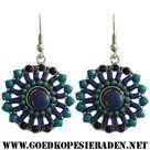 Oorbellen-zilverkleurige-ronde-hangers-met-blauw-turquoise-steentjes