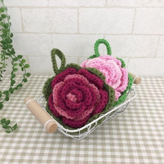 抗菌・防臭のアクリル毛糸で編みました。可愛いバラのエコたわしです。赤紫と桃の2個セットになります。厚みがあるので持ちやすく丈夫です。お掃除や食器洗いに使用できます。少量の洗剤できれいに汚れを落とせます。ぜひ、お試しください。●カラー:赤紫×若草、桃×黄緑●サイズ:直径10㎝●素材:アクリル100%●注意事項:1個ずつ、丁寧に編ませていただいていますが、毛糸のため毛玉がつくことがございます。また、使用後も毛玉が出ることがございますので、ご了承ください。●作家名:AMIAMI♡358#アクリルたわし #アクリルエコたわし #インテリア雑貨 #洗剤いらず #環境にやさしい #エコ #エコたわし #油汚れなどが良く取れる #便利 #キッチンスポンジ #台所用スポンジ #かぎ針 #食器や炊飯器の釜洗い #野菜洗い #シンク #グリルやコンロ #台所のタイルの壁 #キッチン雑#飾ってもかわいい #おしゃれなデザイン #毛糸 #手芸 #ハンドメイドアクリルたわし…