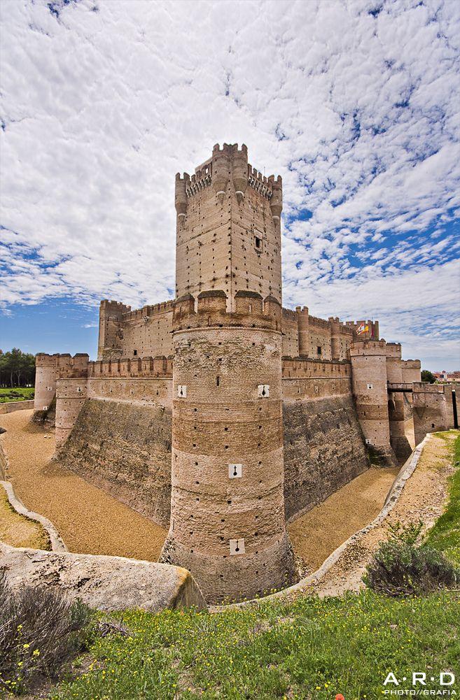 El castillo de La Mota está situado en Medina del Campo, (provincia de Valladolid, Castilla y León, España) y fue construido durante los siglos XIV y XV - The castle of La Mota is located in Medina del Campo (Valladolid, Castilla y Leon, Spain) and was built during the XIV and XV
