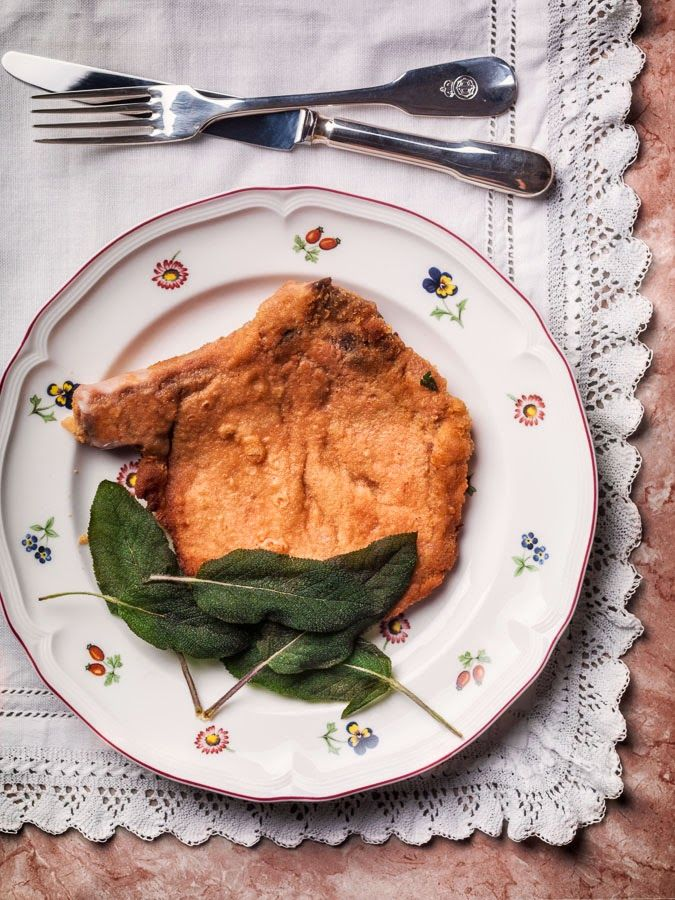 COTOLETTA ALLA MILANESE (lOMBARDIA), a simple but tasty dish from Milan #italian #food #Italy