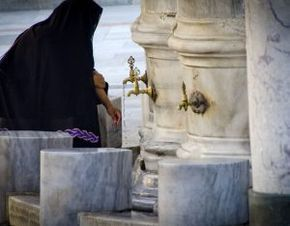 What is the way a woman should wipe her head when making wudu? Find out here: