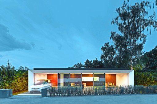 Das Haus B10 von Werner Sobek in der Stuttgarter Weißenhofsiedlung demonstriert, wie sich zukunftsfähige Gebäude, neue Mobilitätskonzepte und eine quartierbezogene Energieversorgung miteinander verknüpfen lassen.