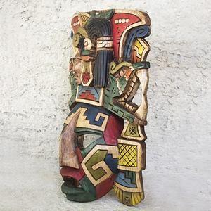 Yuum Kaax, Dieu du Maïs, dont la charge était l'agriculture, l'abondance de la vie et la prospérité, il est aussi le gardien des animaux, un des plus vénéré du peuple Maya par son importance pour les chasseurs et les agriculteurs. Sont présents les serpents qui dans le calendrier Maya représentent les temps de bonnes fortunes.