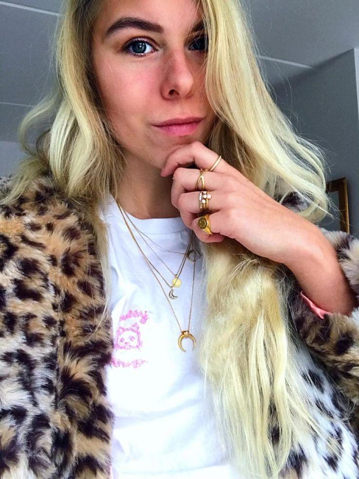#hviskstylist #hvisk #fashion #blonde #girl #girly #style #stylish #emmabukhave #pretty #jewelry #gold #goldel #pussypower #girlpower #grlpwr #catemoji #leopard #leppardcoat #ganni #fauxfurcoat
