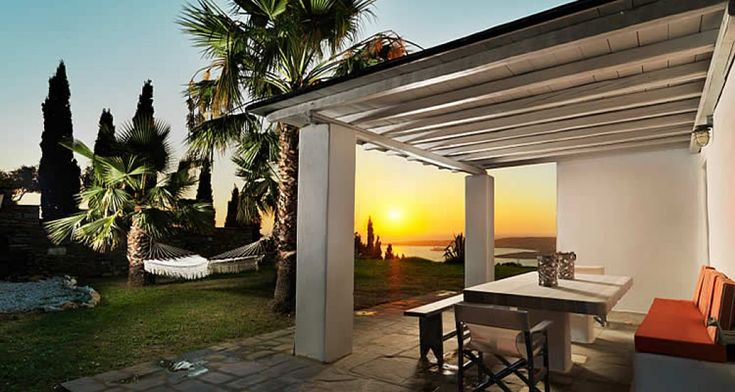 Stylish and fully-equipped villa over the bay in Paros, Villas for Rent in Páros