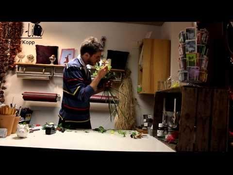 Einen Blumenstrauss mit Banknoten & Blumen zusamenbinden - YouTube