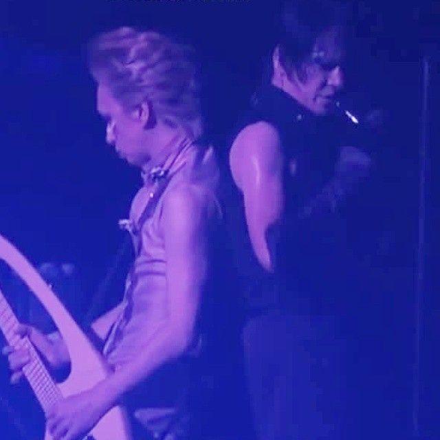 ダブル二の腕! 見えないものを見ようとする二の腕 全て二の腕だ #BUCKTICK #バクチク #櫻井敦司 #今井寿 #sakuraiatsushi #atsushisakurai #imaihisashi #hisashiimai #櫻井冬の二の腕祭り