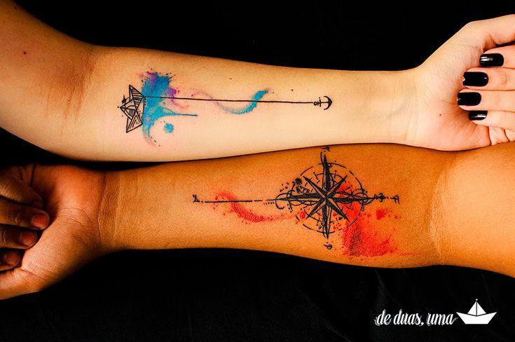 """Tatuagem barquinho de papel e rosa dos ventos! Desenho e criação exclusiva """"de duas, uma"""" feita para Larissa Grace e Renata Alves. Tatuagem: Victor Octaviano!"""
