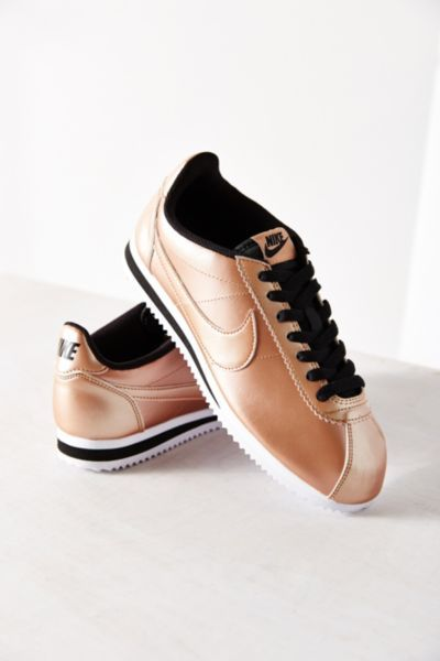 Nike Womens Classic Cortez Leather Sneaker - Urban Outfitters