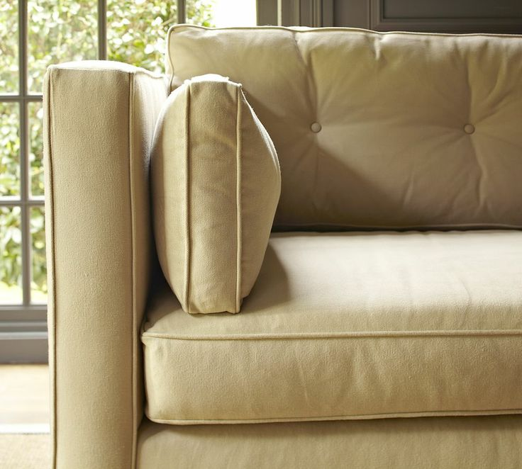 Detalle de ribetes y costuras de sofá SILVERADE