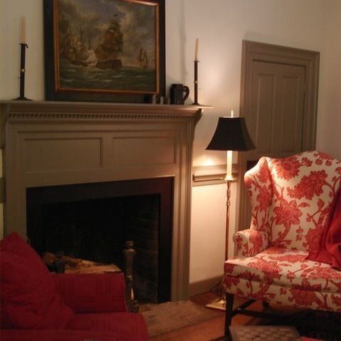 Colonial williamsburg interiors colonia design ideas for Colonial living room decorating ideas