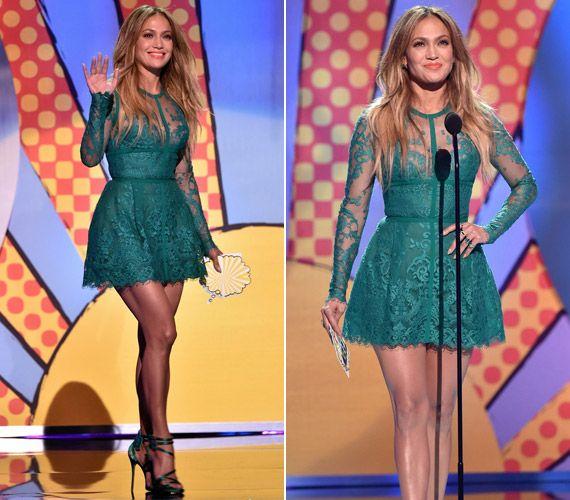 Közönséges ruhában keltett feltűnést Jennifer Lopez! Nem túlzás ez már? | femina.hu