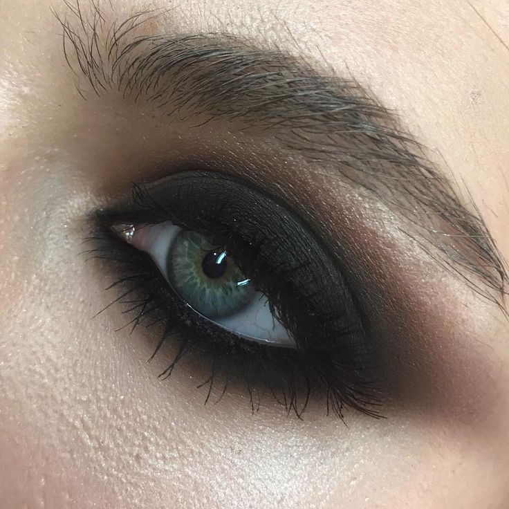 focus on the skin ➕classic matte smokey #closeup  курс повышения, классический чёрный матовый смоуки •••#nophotoshop #noedit #nofilter using @makeupatelierparisofficial @kikomilano  @maqpro for the eyes    model Adina @addaadina_ #marialihacheva #визажист #школавизажа #цветноймакияж #макияжглаз #макияж #школамакияжа  #смоуки  #beauty #style #bridalmakeup #smokey #smokeyeyes #colormakeup  #hudabeauty #toofaced  #fashionmakeup #beautymakeup #apropomakeupacademy