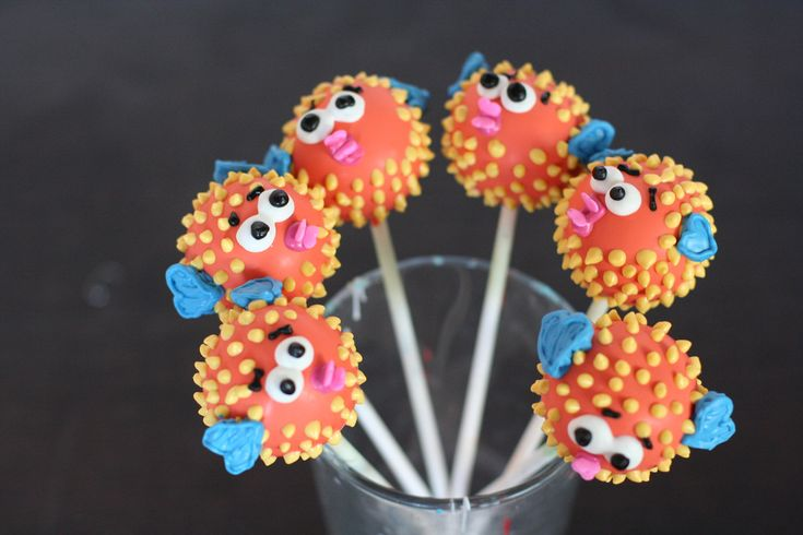 Blowfish Cakepops | Flickr - Photo Sharing!  Made for Brit + Co!   Animal Cake pops, fish cake pops, sea creature cake pops, birthday party ideas