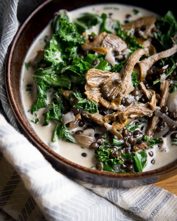 Kantarelli-linssimuhennos, forest mushroom lentil stew