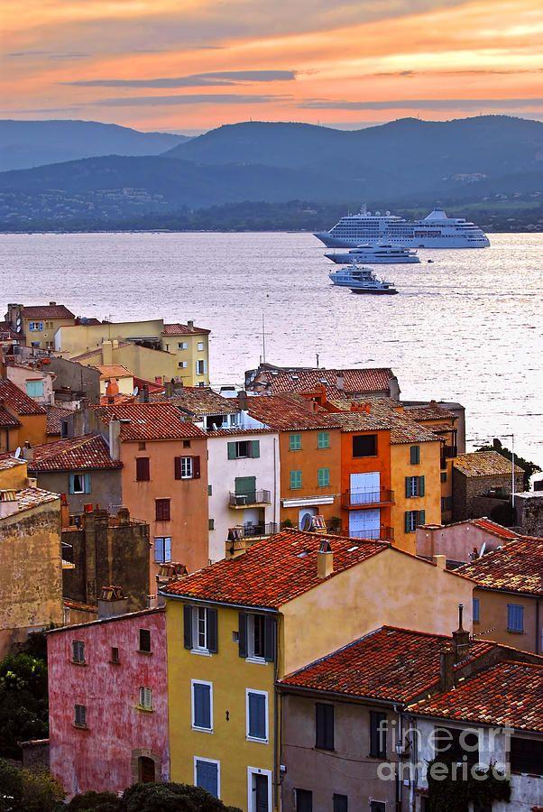 St. Tropez en France, ville ensoleillée et dynamique idéale pour des vacances réussies. #vacances #france