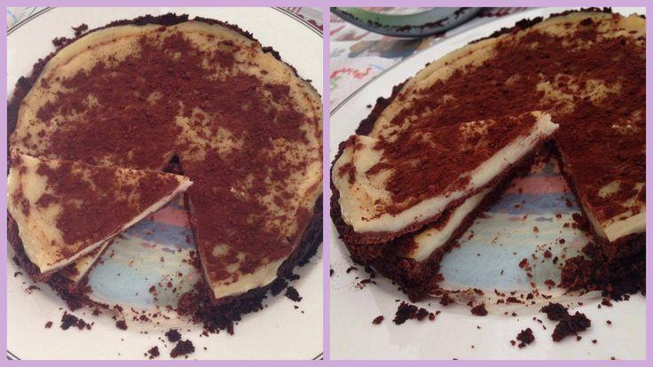 TORTA LATTE E BISCOTTI VEGANA  #Torta #latte #biscotti #vegan #vegancake  #dolcivegani   INGREDIENTI:  Per la crema di latte: -500 ml di latte di soia alla vaniglia o di soia normale (in questo caso aggiungere vaniglina o estratto alla vaniglia) -60 grammi di amido di mais  - 60 grammi di zucchero (se il latte è già zuccherato, sennò raddoppiate la dose) -30 grammi di burro  Per la base: -200 grammi di biscotti (io al cioccolato) vegan -100 grammi di burro  25/30 minuti in forno a 180 gradi