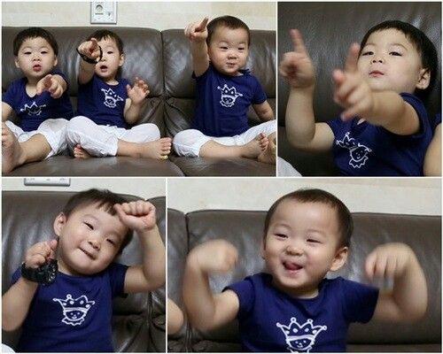 Dancing skill of triplet Daehan Minguk Manse
