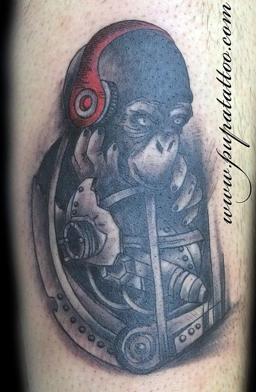 Tatuaje Mono con cascos, Pupa Tattoo, Granada