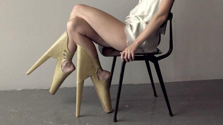 Cinque tra le scarpe più strane del mondo