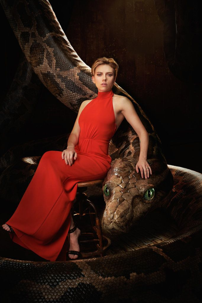 Scarlett Johansson with Kaa ..... The Jungle Book Cast's Photo Shoot With Animals | POPSUGAR Entertainment
