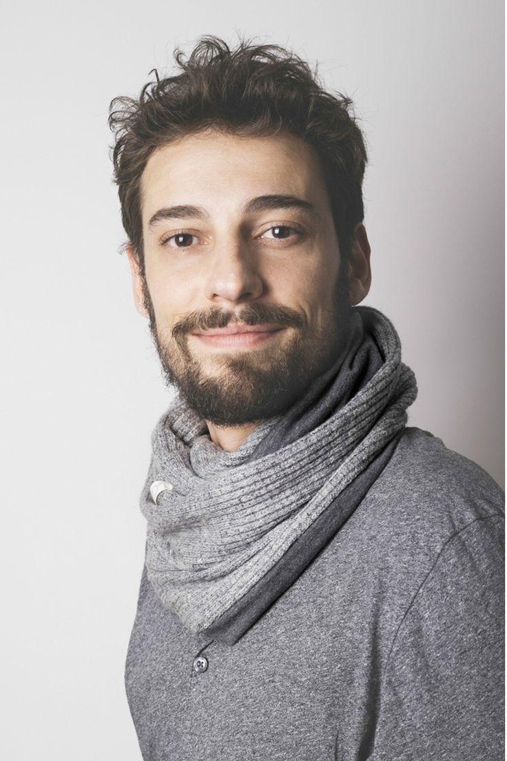 Cuello doble de algodón gris liso. Tejido de lana con reverso de algodón. Tejido a mano en España. Descubre más en nuestra tienda online! www.decamino.info