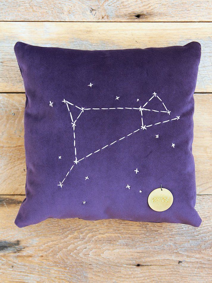 Free People Star Sign Pillows, R$197.30