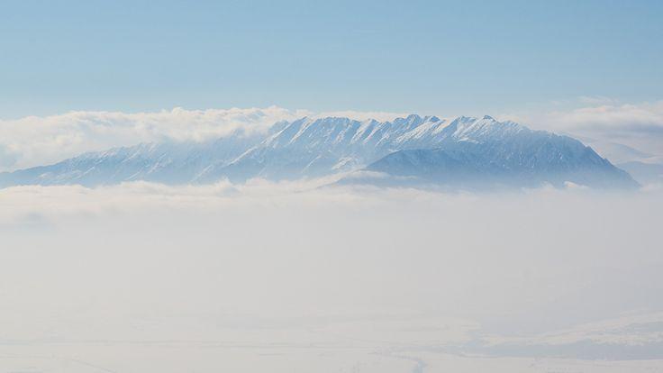 Munţii Piatra-Craiului pe timp de iarnă. (  Dragoş Asaftei  ) -